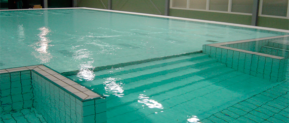 Detalle fondo móvil para piscinas de terapia o tratamiento