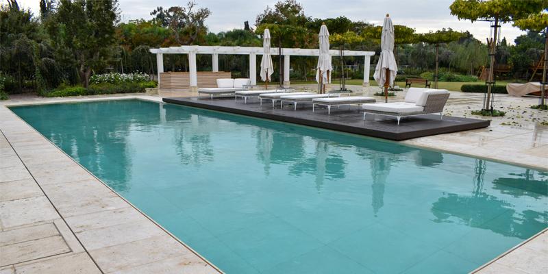 fondo móvil tieleman en piscina privada